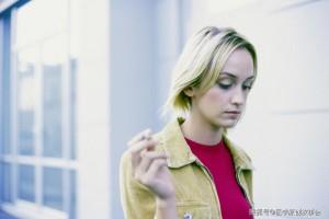 一天抽三包烟和三天抽一包烟终究哪个会诱发肺癌哪个更伤身