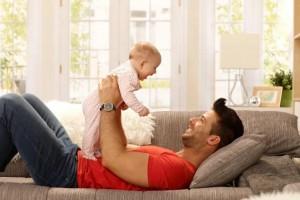 你常用的抱娃姿态可能会伤了娃的脊椎图解3种正确方法